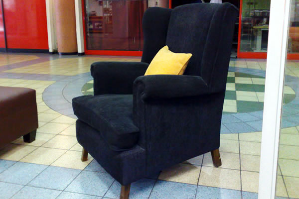 Roode Wingback